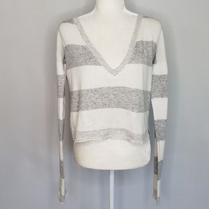 Alice + Olivia gray and white knit sweater Small